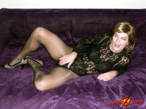 Hot tranny posing on the bed
