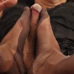 Tgrl Julie gets foot wanked